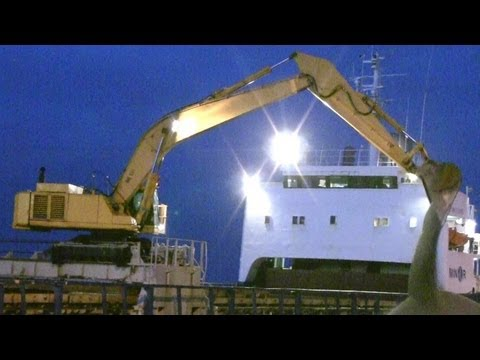 Komatsu PC650 Long Reach Excavator Unloading A Ship @ Night