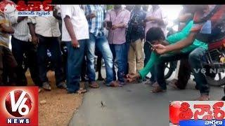 Small Cobra spotted on the Road | Nalgonda District | Teenmaar News | V6 News
