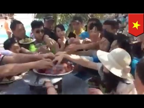 Chinese tourists clear out fruit plate at Vietnam hotel in seconds - TomoNews