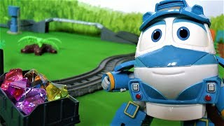 Паровозик Томас и его друзья  роботы поезда - Дюк мешает играть в игрушки - Видео для детей