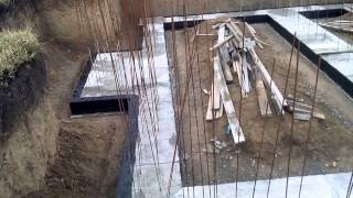 видео Битумная мастика для гидроизоляции фундамента: как обработать основание своими руками?