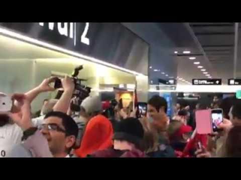 Roger Federer gets grand welcome at Zurich airport | Australian Open 2017