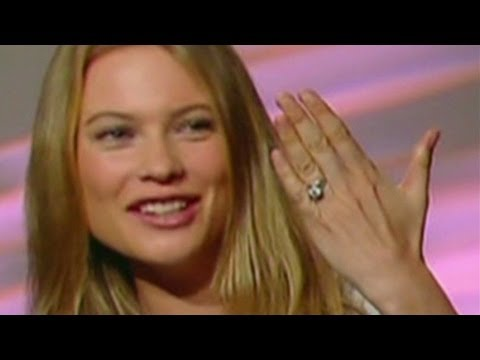 Adam Levine's fiancee shows off bling