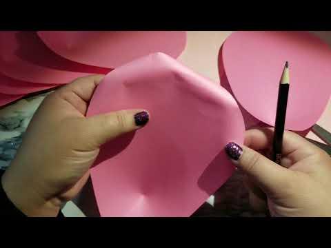 Making paper flowers for gift Embellishment