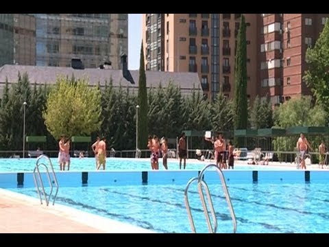 Piscina municipal el lago in madrid doovi for Piscina municipal parla