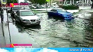 На Петербург обрушилась самая сильная гроза в этом году.