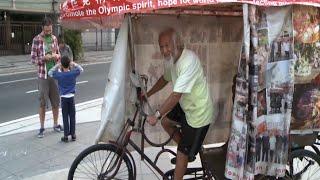 عجوز صيني يجول العالم بدراجة