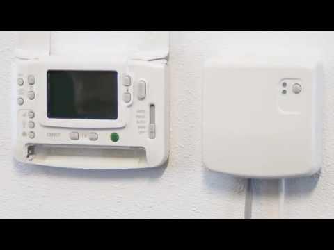 remplacer les piles du thermostat cmt927 honeywell home. Black Bedroom Furniture Sets. Home Design Ideas