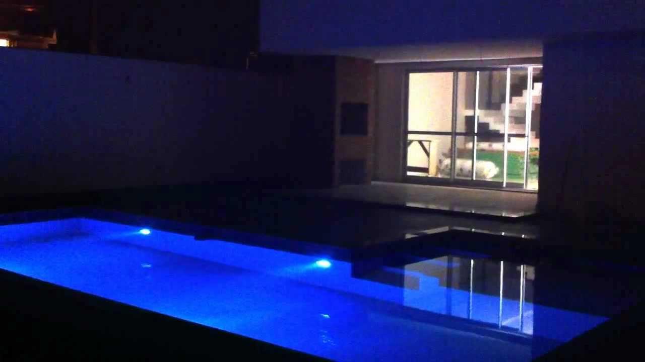 Ilumina o led piscina youtube for Led para piscinas