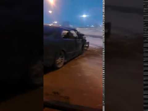 "У ""Панорамы"" в Южно-Сахалинске врезался в столб седан"