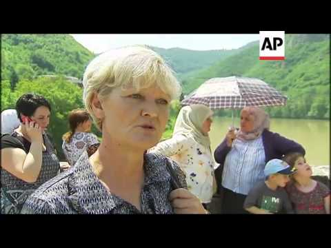 Thousands of Bosniaks remember alleged victims of Mladic forces