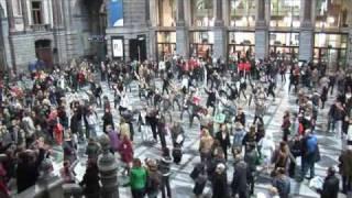 Dans in het Centraal Station, Antwerpen op maandag 23 maart 2009