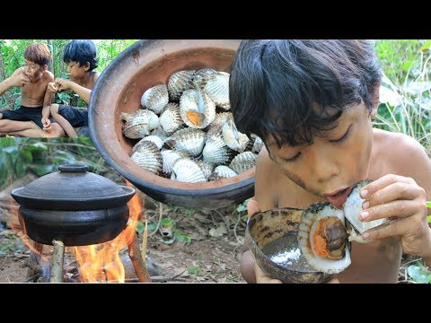 Primitive Technology - Cooking roasted oyster on a rock and eating delicious