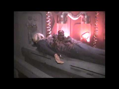Knott's Scary Farm's HORRORWOOD HOTEL 2000 Maze FlowThrough