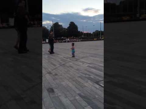رقص الطفل المعجزة thumbnail