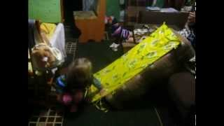 Как можно сделать горку в квартире для ребенка!(В этом видео Вы увидите как можно занять ребенка дома. Подписывайтесь на наш канал), 2015-05-07T06:55:56.000Z)