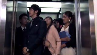 电梯太挤,美女果断把集团总监推出去,最后被总监请吃麻辣烫
