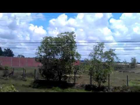 Net de grens over bij Moc Bai van Vietnam naar Cambodia 2