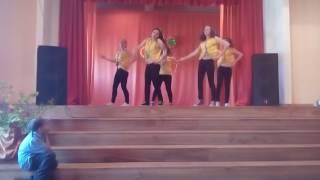 Девчонки танцуют под песню самая самая