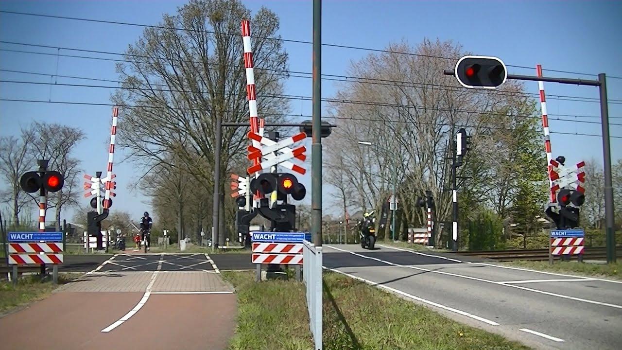 Spoorwegovergang Breda // Dutch railroad crossing