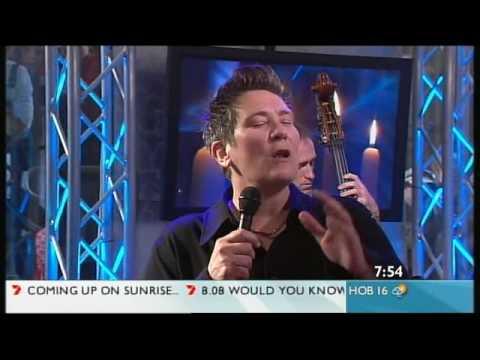 kd lang  -  Hallelujah live on morning TV