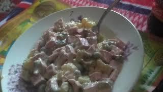 Ем зимний салат оливье новогодний салат новогодняя еда прошлогодняя новый год 2020 ASMR