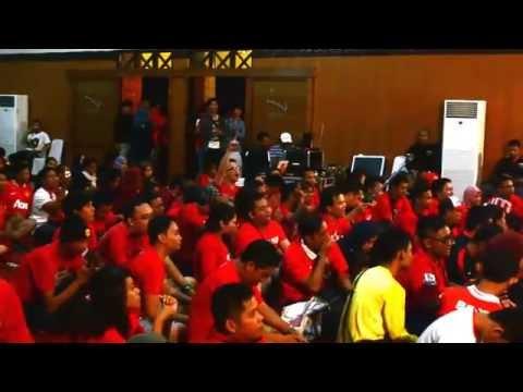 Chants bareng Gathering Nasional United Indonesia 2014 Batu, Malang   YouTube