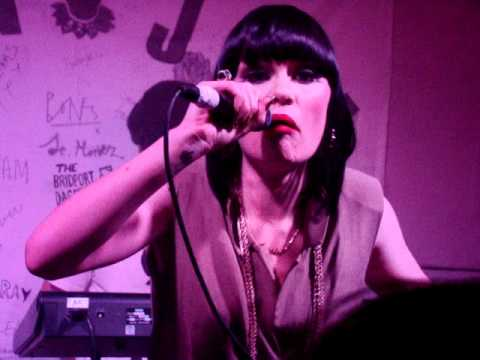 Jessie J - Big White Room (Live from Proud Galleries 14.10.10) - YouTube