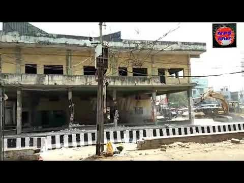 Charminar Depo ko aaj toda jaraha haiCharminar bus stand ke building ko gira diya gaya waha per ab p