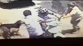 Tên trộm vặt gương ôtô bị chủ xe chặn đầu, táng sấp mặt trên yên xe