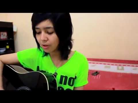 Cewek Thailand Nyanyi Lagu ST12   Saat Terakhir