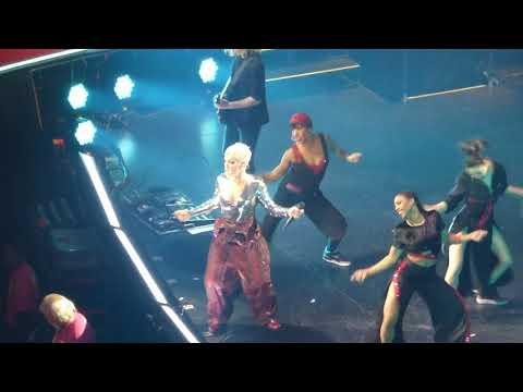 16/18 P!nk - Raise Your Glass + Blow Me (One Last Kiss) @ Capital One Arena, Washington, DC 4/17/18