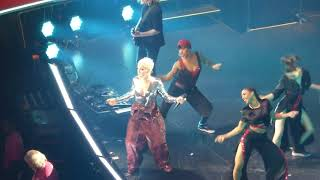 16/18 P!nk - Raise Your Glass + Blow Me (One Last Kiss) @ Capital One Arena, Washington, DC 4/17/18