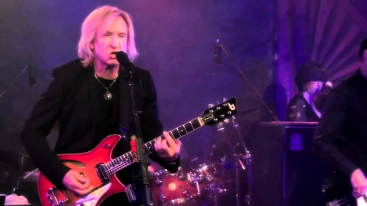 Joe Walsh Discusses His Career, Gear and New Album, 'Analog Man