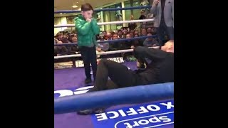 BILLY JOE SAUNDERS INVITES KID IN THE RING & GETS KO'D / SHOWS BLISTERING SPEED @ PUBLIC WORKOUT