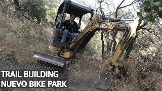 Construyendo un nuevo Bike Park con la Mini Excavadora!