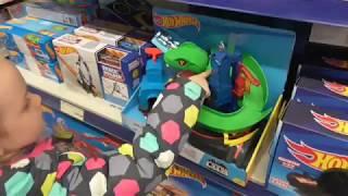 VLOG Прогулянка по набережній. Заїхали в магазин іграшок, до бабусі. Лялька LOL c запахом полуниці