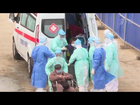 В Китае число жертв коронавируса уже превышает 800 человек.