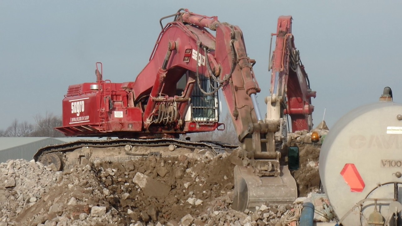 CATERPILLAR 375 EXCAVATOR DRIVING AND LOADING