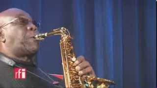 Manu Dibango à RFI - En live (medley)