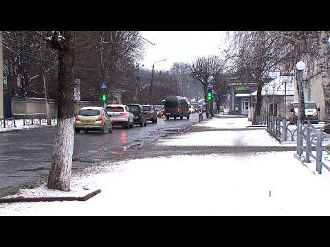 Чернівецький Промінь: Негода у Чернівцях: місто засипало снігом