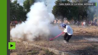 Mexique : l'étrange festival de battes explosives