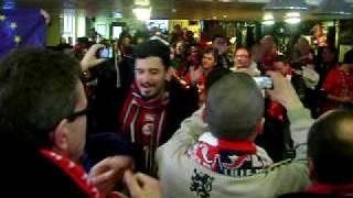 LIVERPOOL-LOSC : CHANT LILLOIS DANS UN PUB ANGLAIS AVANT LE MATCH MDRR...(18/03/2010)