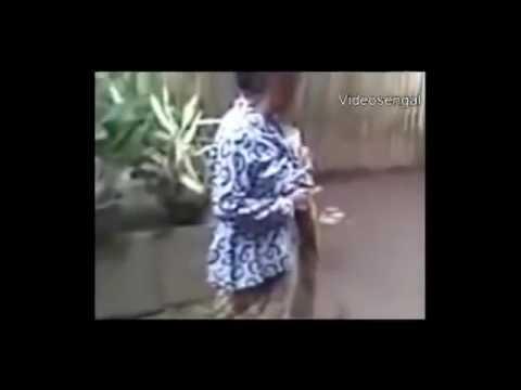 GOKIL   !!!! VIDEO LUCU NENEK RIBUT BIKIN NGAKAK www stafaband co