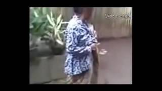 Video GOKIL   !!!! VIDEO LUCU NENEK RIBUT BIKIN NGAKAK www stafaband co download MP3, 3GP, MP4, WEBM, AVI, FLV Oktober 2017