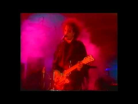 The Cure - Boys Dont Cry (Live 1990)