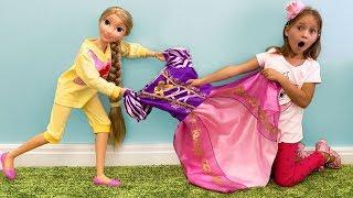София и Сестра хотят одинаковые Платья и детскую косметику