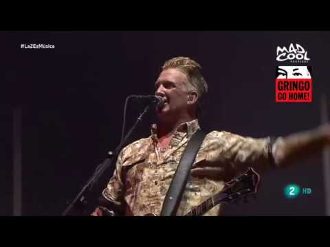 Queens of the Stone Age - Josh Homme against Security - Mad Cool