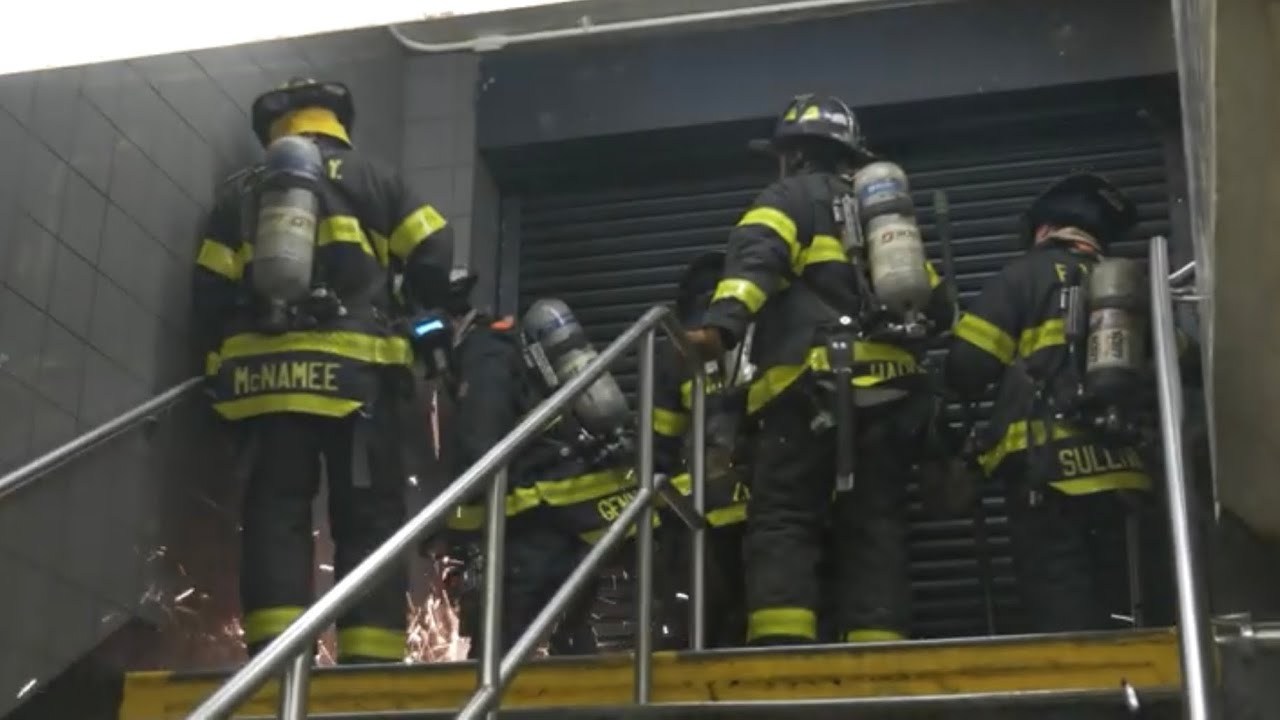 [ Manhattan 10-77 Box 659 ] Heavy Smoke in the Basement; People Trapped on the Upper Floors