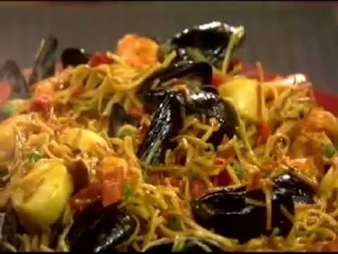 Daisy Cooks – Fideua (Noodle Paella), Grandma's Pasta Macarrones con Pollo